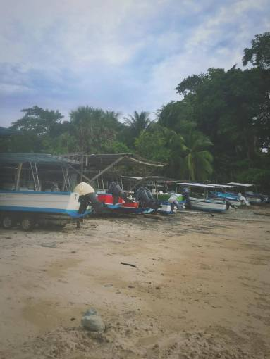 The local fishing market on the beach in Mal Pais.